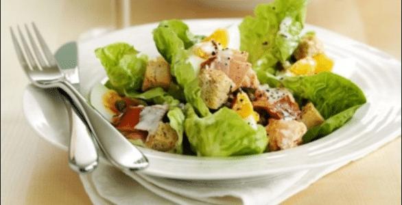 Греческий салат с сухарями и курицей: классический рецепт пошагово с фото